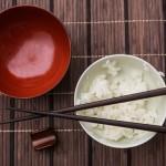 「ご飯を食べると胃が痛い…」考えられる原因と解消法を徹底解明!