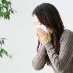 生理前に鼻水やくしゃみが止まらないのはなぜ?生理と何か関係があるの?